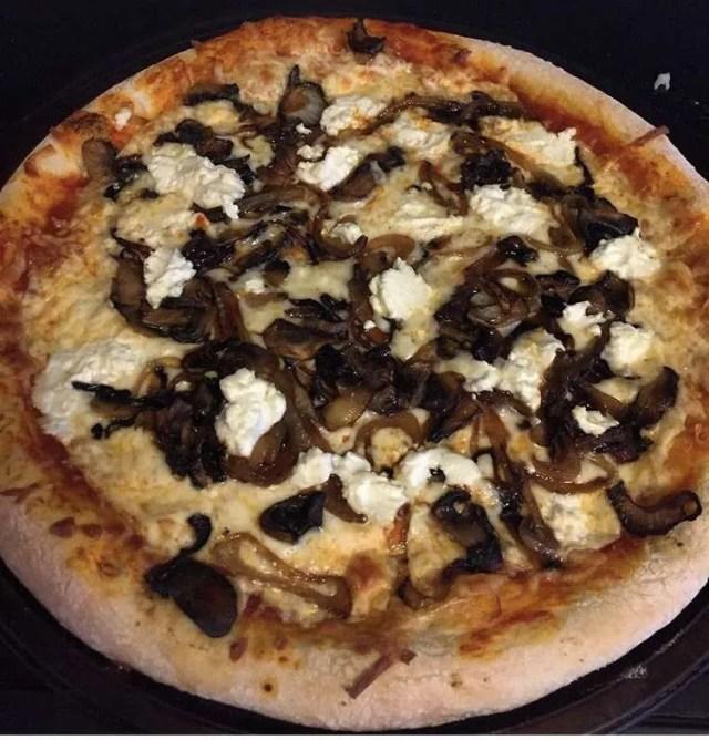 Pizza Chèvre et oignons caramélisés