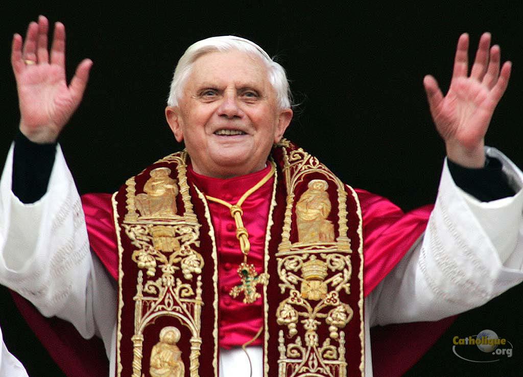 Élection du cardinal allemand Joseph Ratzinger, 265e pape de lhistoire.