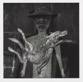 Hans Lemmen/Roger Ballen Man with Hat 2016 Dessin sur photographie 36x36 © Roger Ballen et Hans Lemmen Collection privée