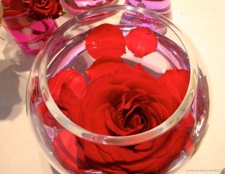 DIY-Saint-Valentin-une-jolie-composition-roses-vase-boule