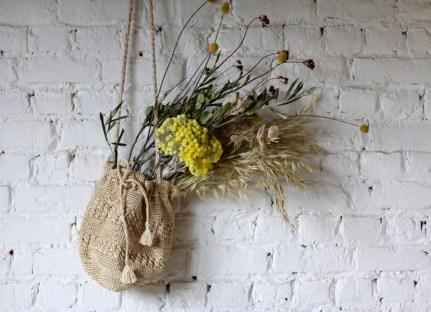 sac-seau-naturel-deco-mur-fleurs-misty-petits-hauts