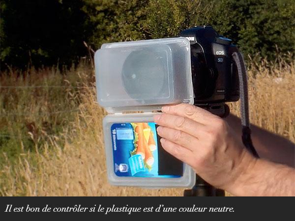 Il est bon de contrôler si le plastique est d'une couleur neutre.