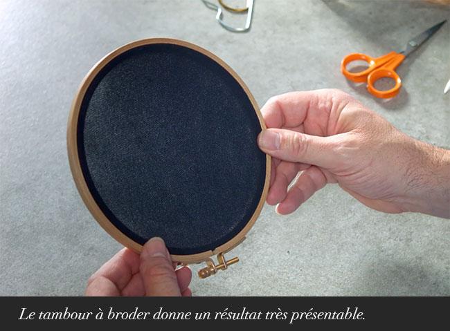Le tambour à broder donne un résultat très présentable.