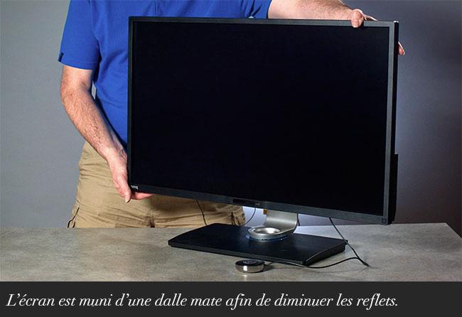 L'écran est muni d'une dalle mate afin de diminuer les reflets.