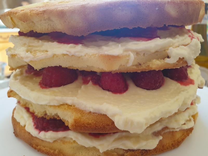 montage gâteau amandes, framboises et creamcheese
