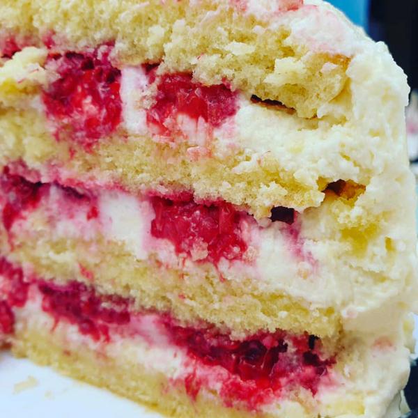 Gâteau aux amandes, framboises et creamcheese
