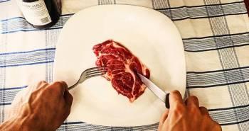 Les nouveaux carnivores ces humains qui ne mangent que de la viande