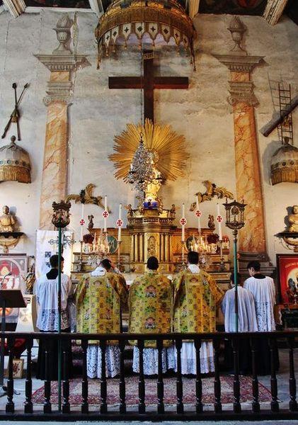 chapelle des pénitents blancs - fin de la Messe