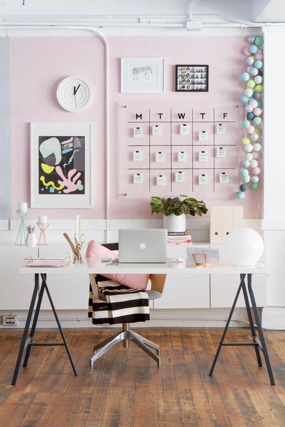 Mur décoré sur bureau
