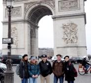 L'équipe La Boutique du Tracteur à l'Arc de Triomphe