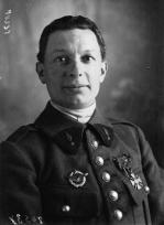 L'aviation militaire française n'a pas eu le droit de participer en vol au défilé de la victoire le 14 juillet 1919. Charles Godefroy lavera l'affront fait aux aviateurs en passant sous l'Arc de triomphe avec son appareil le 7 août.