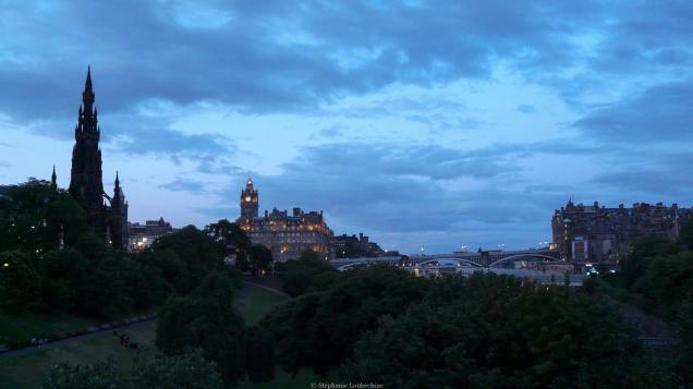Edimbourg - Vue sur le Scott Monument et le Balmoral depuis The Mound