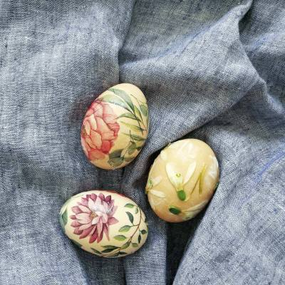 TISSUE DECOUPAGE EASTER EGGS