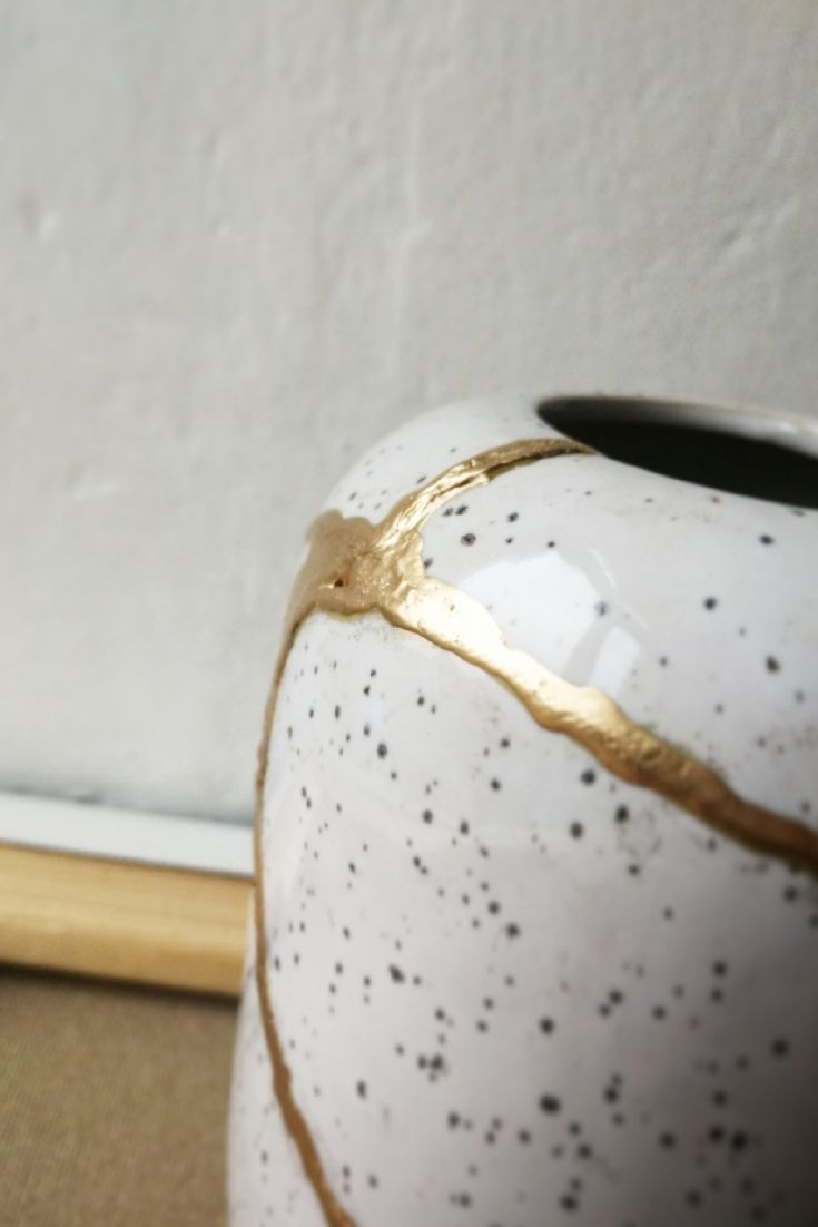 kintsugi pottery mending
