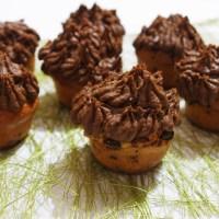 Cupcakes aux pépites de chocolat et à la mousse au chocolat