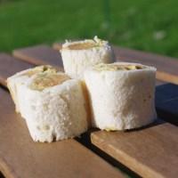 Roulés saucisse houmous avec un riz parfumé au citron vert et à la coriandre
