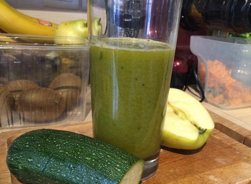 Un bons jus de fruits et légumes frais pour démarrer la journée