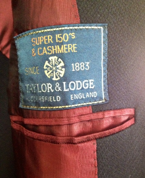 コートの素材はヴィンテージのTAYLOR&LODGE。スパー150のカシミア混。輪磯ヘリンボーンが渋すぎる。