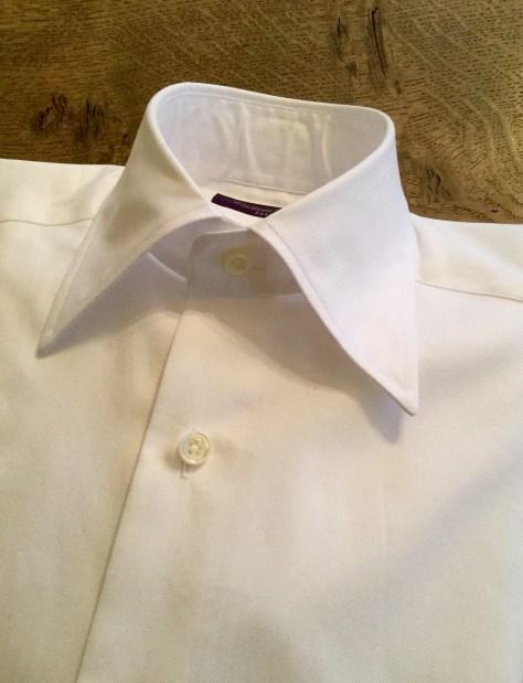 仕立て屋のスーツに合わせるレギュラーカラーシャツの試作品