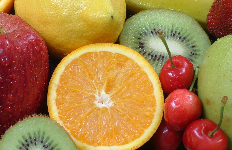 Haz un lado la comida chatarra. Comienza a consumir estas frutas para desintoxicar tu cuerpo. Tu organismo te lo agradecerá.