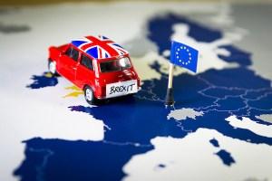 Mini avec drapeau anglais entre France et Grande Bretagne