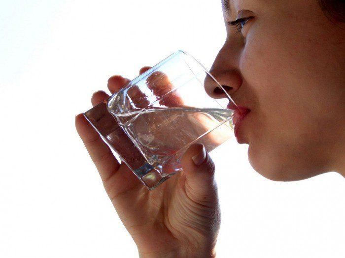 Минеральная вода для почек и мочевого пузыря: полезные свойства и применение