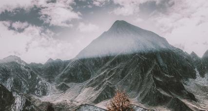 peak_mountainbg.jpg