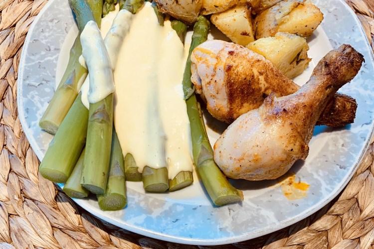 Hähnchen mit grünem Spargel und Rosmarinkartoffeln