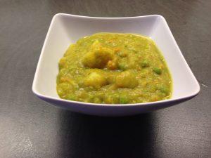 Kartoffel Suppe mit Erbsen und Möhren