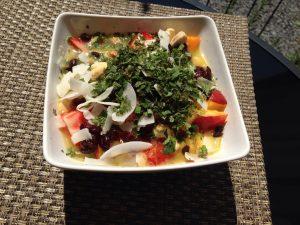 Sommermüsli mit Erdbeeren, Kokos und Süßkräutern