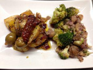 Maronen Brokkoli Gemüse mit Tomaten Oliven Ofenkartoffeln
