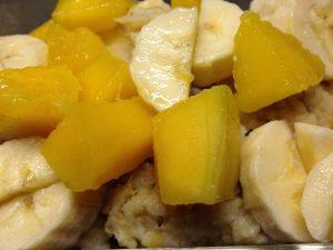 Kokos-Linsen-Reis mit Früchten