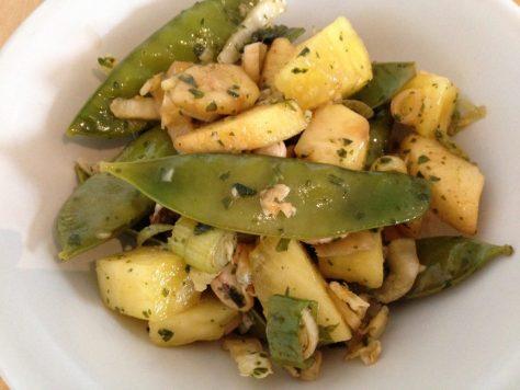 Chinakohl Salat mit Zuckerschoten Ananas Cashew und Koriander Limetten Dressing