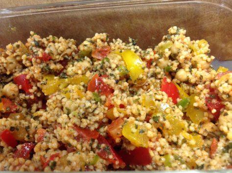 Hirsesalat mit Paprika Kichererbsen und Minze