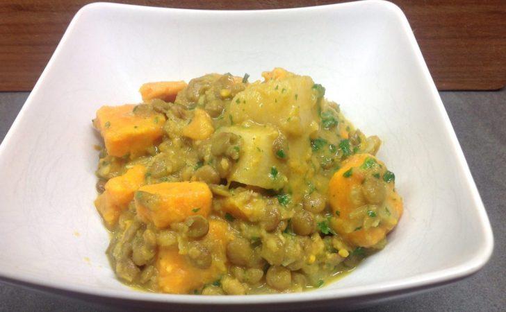 Steckrüben Süßkartoffel Curry mit Linsen, Kokosmilch und Koriander