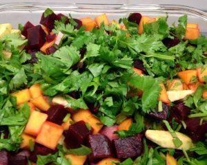 Rote Bete Mango Avocado Salat mit Rettich und Soja Wasabi Gari Ingwer Dressing