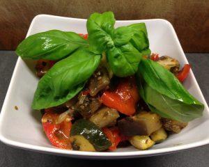 Auberginen Zucchini Gemüse mit Kräuterkartoffeln