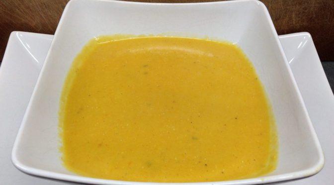 Erdnuss-Linsen Suppe mit Ketchup Manis