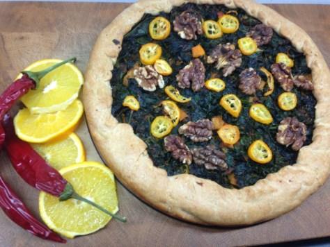 Grünkohl Tarte mit Ingwer, Orangen und Walnüssen