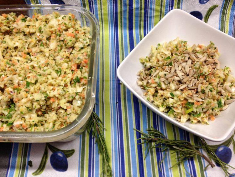 Weißkraut Salat mit Koriander und Orangen Tahini Dressing