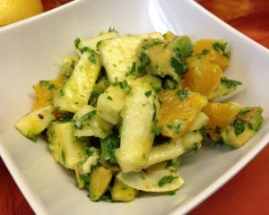 Avocado Ananas Salat mit Chili und Kokosnuss