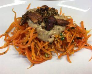 Karotten Pasta mit Tahini Knoblauch Ingwer Sauce