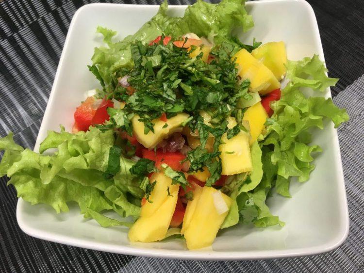 Blattsalat mit Mango Chili Dressing