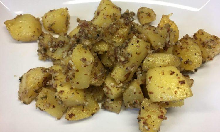 Geröstete Kartoffel mit Salbei Mandel Pesto