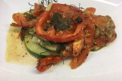 Gebackene Zucchini und Tomaten mit Pesto und Olivenkraut