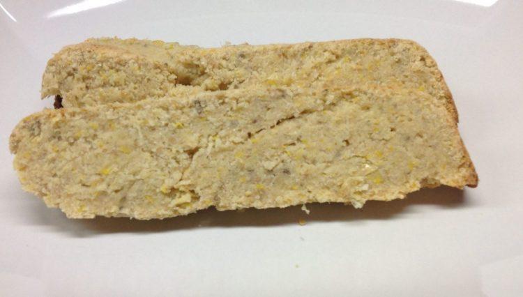 Kokosnuss Maisbrot mit Maiskörnern