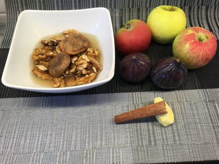 Apfel Feigen Salat mit Walnuss Feigen Ingwer Creme