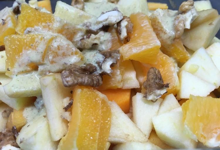 Kaki Apfel Salat mit Orangen Walnuss Zimt Creme