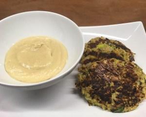Kohlrabi Lauch Puffer mit Mandel Hummus