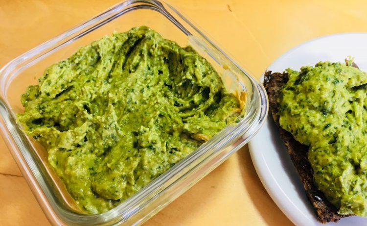 Avocado Dip mit Spinat und Curry